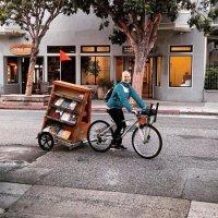 Projetos usam bicicletas para levar livros gratuitos a comunidades carentes